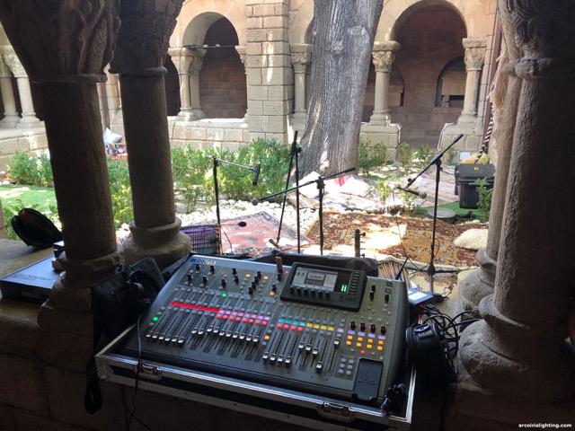 Colaboración de sonido e iluminación de la fiesta WooMoon con Sintonizart